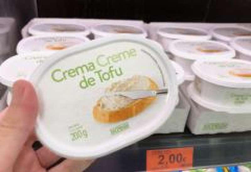 Crema de tofu, en el refrigerador de Mercadona.