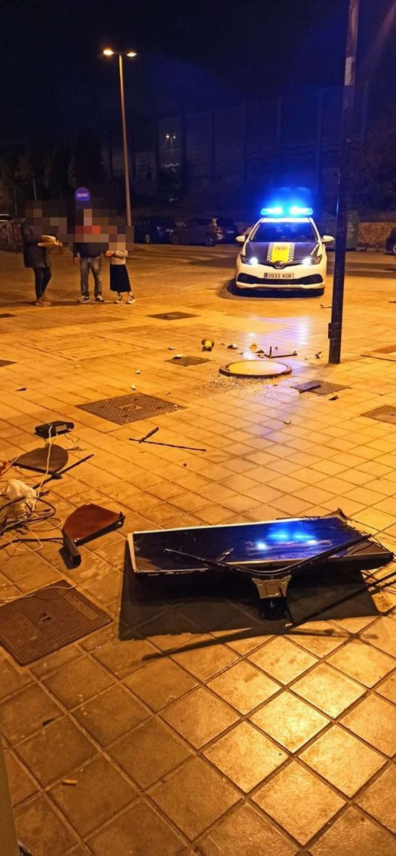 Muebles rotos. Policía Local de Alboraia