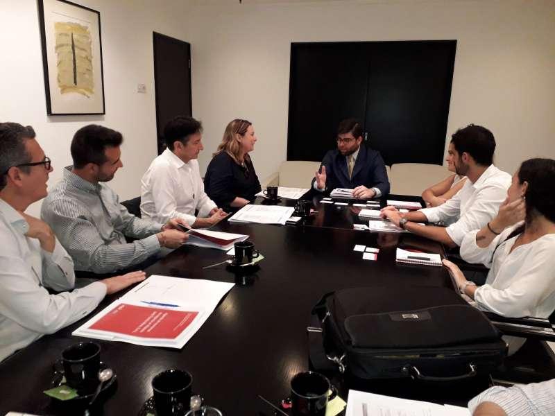 Reunión de la entidad pública para tratar el asunto