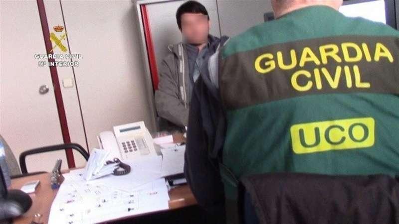 Fotografía facilitada por la Guardia Civil de una operación sobre ciberdelincuencia. Archivo/EFE