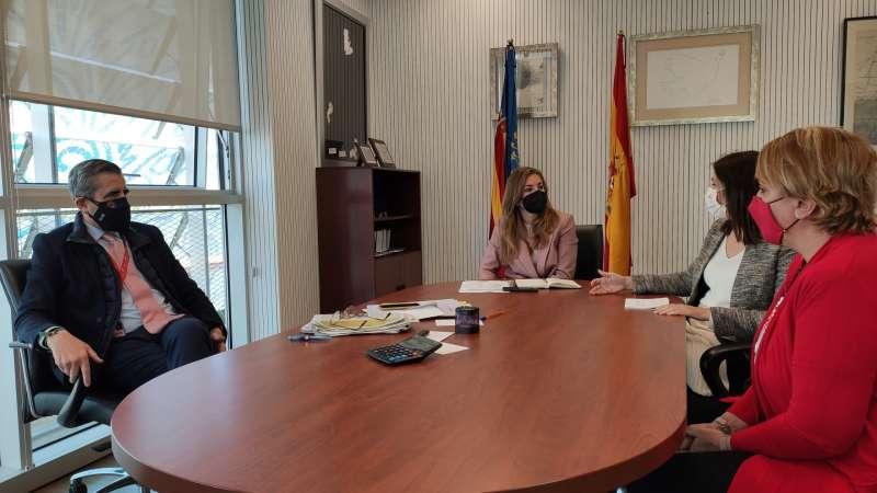 Un momento de la reunión con Josep Maria Àngel. EPDA