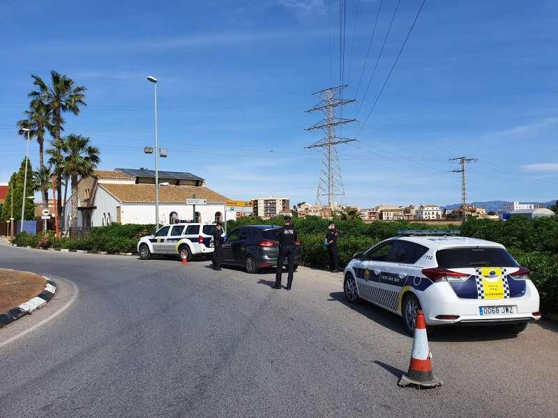 Uno de los controles policiales en Almàssera. EPDA